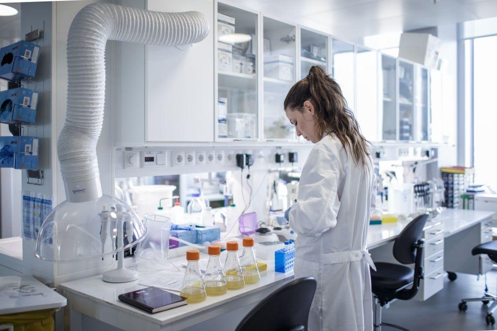 Essais physicochimiques des matières premieres, produits intermédiaires et produits finis